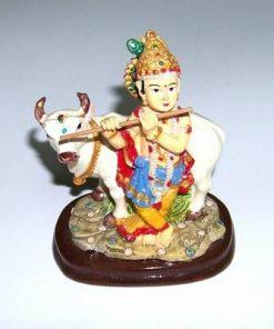 Zeitatea Krishna cantand la flaut