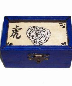 Casetuta din lemn cu ideograma si simbolul Tigrului