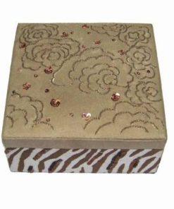 Casetuta din material textil, cu capac