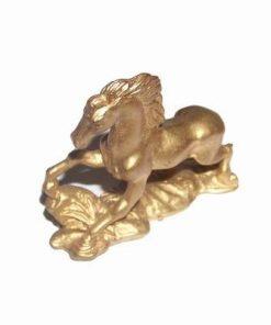 Calul de parada auriu din metal
