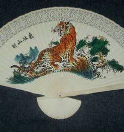 Evantai Feng Shui din lemn cu Tigrul Succesului
