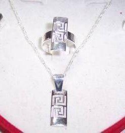 Set de bijuterii si argint cu simbolul sanatatii - deosebit!