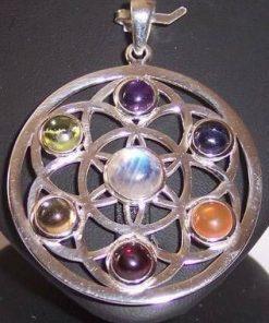 Mandala argintatata cu cristalele celor 7 chakre