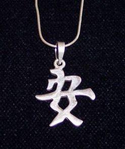 Pandantiv din argint reprezentand ideograma sanatatii