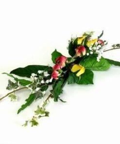 Decor elegant format din trandafiri galbeni si rosii