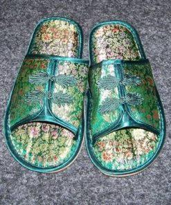 Papuci de casa cu elemente de bun augur - verzi