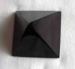 Obsidian - piramida