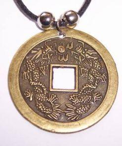 Amuleta cu moneda protectoare
