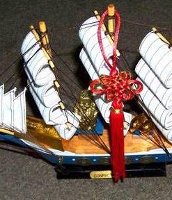 Corabia Bogatiei din lemn, cu simboluri Feng Shui - albastra