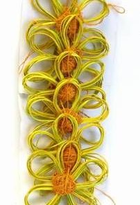Ghirlanda cu 6 flori realizate manual din lemn de bambus