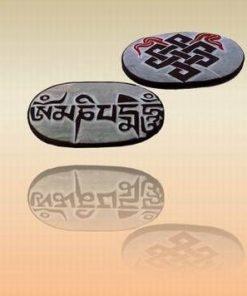 Piatra scultptata manual cu mantra Om Mani Pad Me Hum