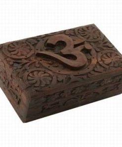Cutiuta din lemn, sculptata manual, cu simbolul Tao/Om