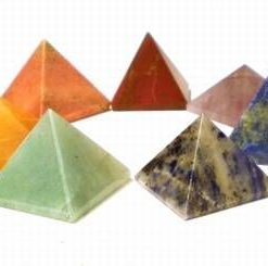 Set de 7 cristale piramide - aferente celor 7 chakre