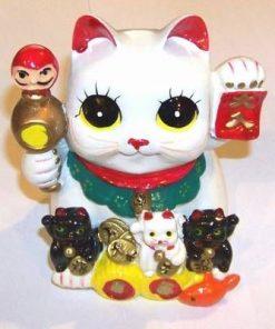 Familie de pisici norocoss cu simboluri de bun augur