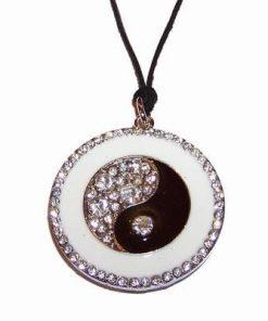 Pandantiv placat Yin - Yang, cu strasuri, pe siret negru