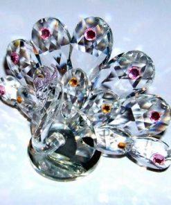 Paun din cristal multifatetat cu cristale roz