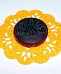 Floare de Lotus din calcedonie pe suport din pasla