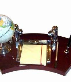 Set de birou din lemn cu glob pamantesc