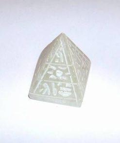 Piramida din onix cu simboluri de protectie