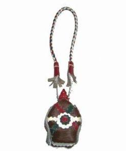 Sticluta cu potiuni magice, decorata cu piele